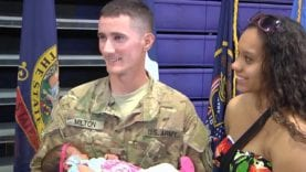 (EMOTIONAL NEW) Soldiers Coming Home Daddy's Surprise Homecoming